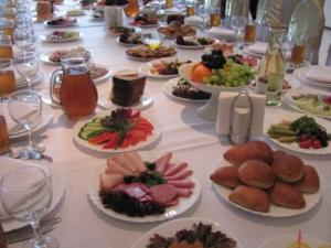 78697_pominalnyi-stol-menu