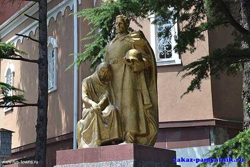 Памятник на могилу Туапсе памятник из цветного гранита Волоколамская