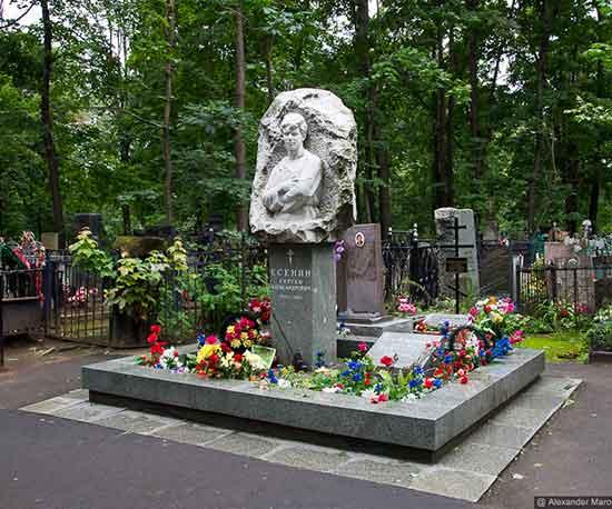 памятник-есенину