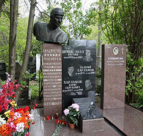 могила-хоккеиста-харламова