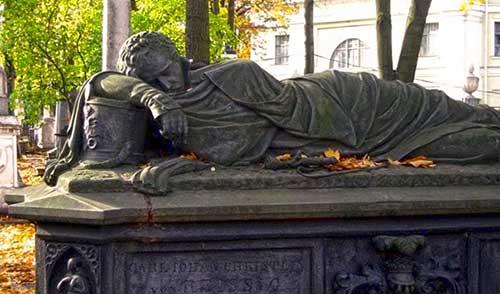 надгробья-лазоревского-кладбища